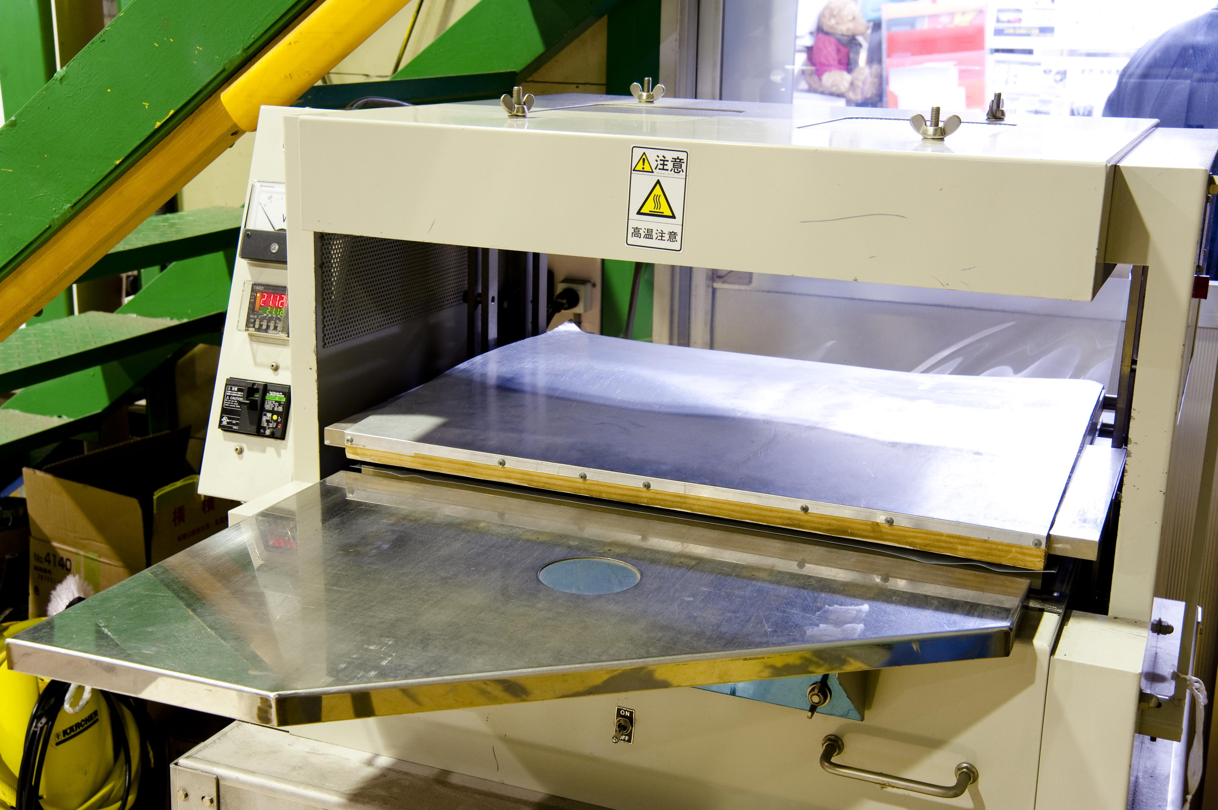 Vacuum molding packaging machine made by speemer